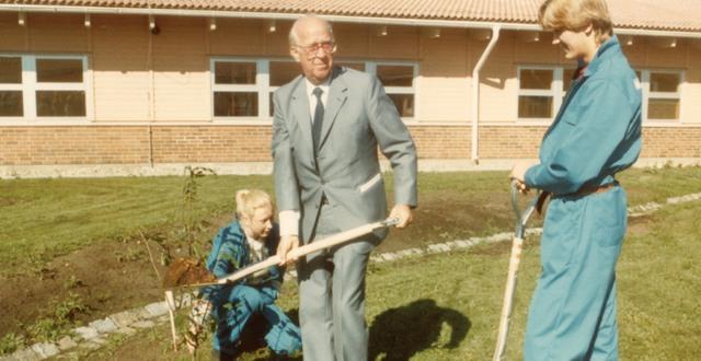 Dåvarande talman Ingemund Bengtsson inviger Munkagårdsgymnasiet 1984.