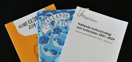 De tryckta upplagorna av Hallands två senaste kulturplaner och det nya förslaget till Hallands kulturstrategi och kulturplan 2021-2024.