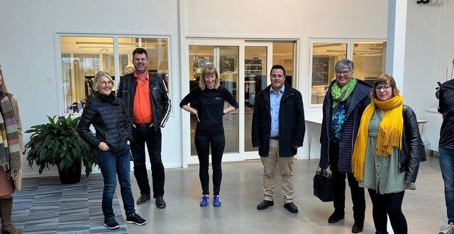 Tillväxtutskottet (TU) och tjänstepersoner från Region Halland på besök hos Taiga. Från vänster: Lindha Feldin (strateg Region Halland), Ann-Mari Bartholdsson (näringslivschef Region Halland), Per Stané Persson (S) (TU), Maria Larsson (hållbarhetskoordinator Taiga), Christian Olsson Johansson (M) (TU), Helene Andersson (C) (TU), Therese Stoltz (S) (TU), Lasse Andersson (VD Taiga).